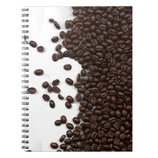 Granos de café derramados libro de apuntes con espiral