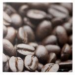 Granos de café orgánicos de la montaña púrpura de  azulejo ceramica
