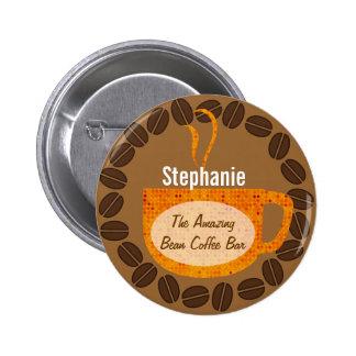 Granos de café y botón de la taza pin