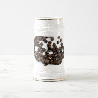 Granos de la pimienta negra taza de café