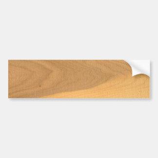 Granos de madera en un tablón aserrado etiqueta de parachoque