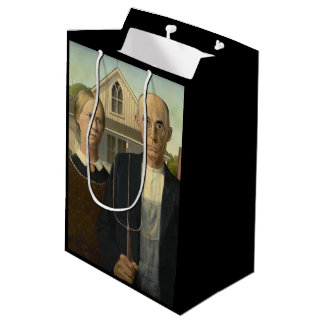 GRANT WOOD - American gothic 1930 Medium Gift Bag
