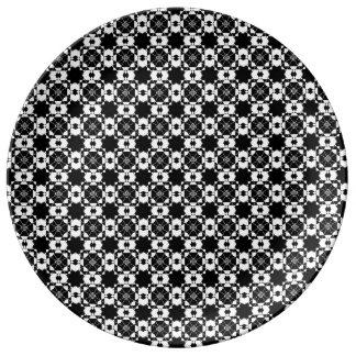 Graphic Black & White Design Dinner Plate