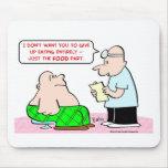grasa paciente del doctor que adieta comiendo la c tapetes de raton