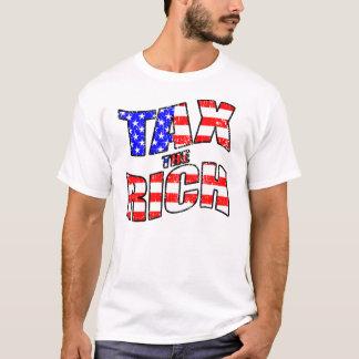 Grave a los ricos con la camisa de la bandera