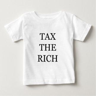 Grave a los ricos playera de bebé