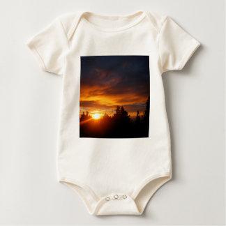 Gravedad Archer de la puesta del sol Body Para Bebé