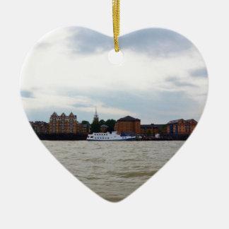Gravesend en Kent Adorno Navideño De Cerámica En Forma De Corazón