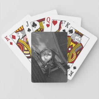 Grayscale del automóvil descubierto de los años 30 barajas de cartas