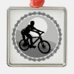 grayscale del piñón de cadena de la bici de montañ ornamente de reyes