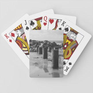 Grayscale soñador del malecón barajas de cartas