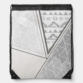 Grayscale tribal del modelo del triángulo mochila