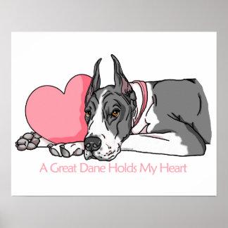 Great dane sostiene la capa del corazón impresiones