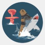 Great Escape - caballería del tiburón del oso Pegatina Redonda