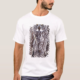 Great Gray Owl on an Aspen tree T-Shirt