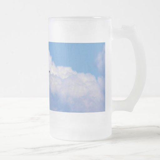 Great white egret flying in the beautiful sky 16 oz frosted glass beer mug