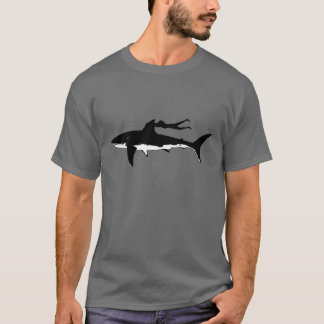 Great white shark swimming - on dark background T-Shirt