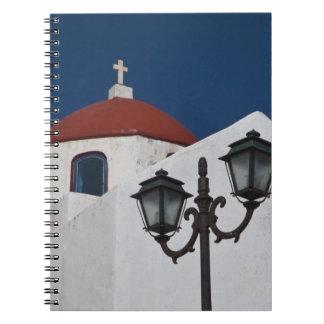 Grecia, Mykonos, capilla con la bóveda roja y Libro De Apuntes Con Espiral