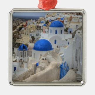 Grecia, Santorini. Campanario y bóvedas azules de Adorno Cuadrado Plateado
