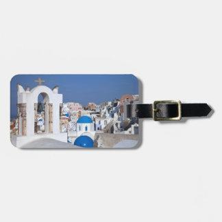 Grecia, Santorini. Campanario y bóvedas azules de  Etiqueta De Equipaje