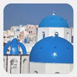 Grecia, Santorini. Campanario y bóvedas azules de Calcomania Cuadradas Personalizada