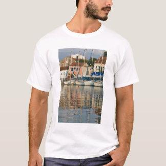 GREECE, Ionian Islands, KEFALONIA, Fiskardo: T-Shirt