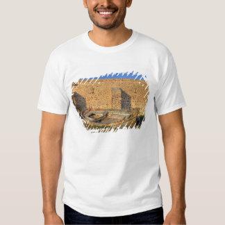 Greece, Santorini, Oia. Old fishing boat on dry T Shirt