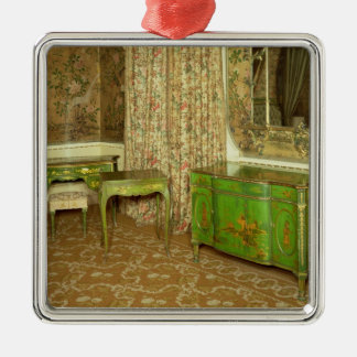 Green and gold lacquer furniture in the state metal ornament