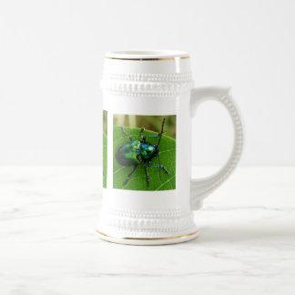Green bug on green leaf 18 oz beer stein