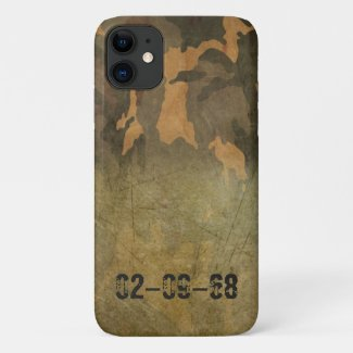 Green camouflage pattern vintage V2.0 iPhone 11 Case
