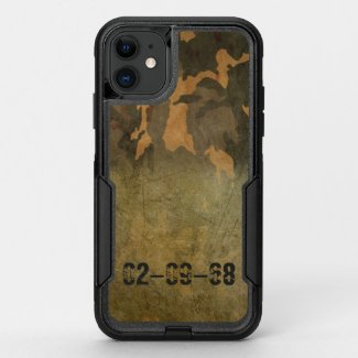 Green camouflage pattern vintage V2.0 OtterBox Commuter iPhone 11 Case