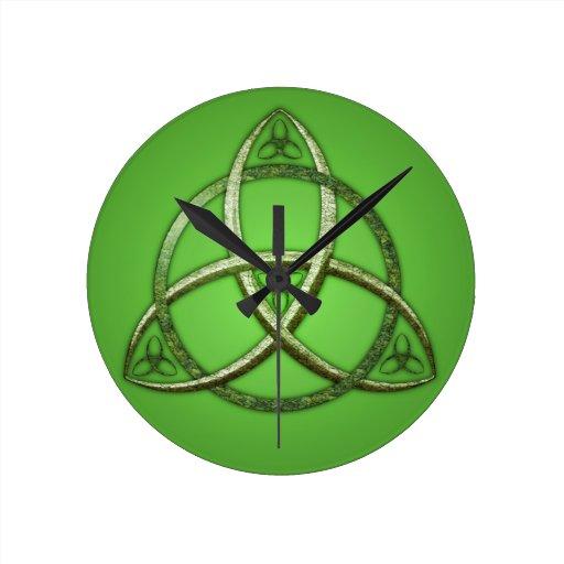 Green Celtic Trinity Knot Round Wallclock