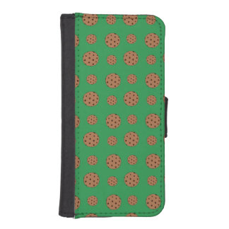 Green chocolate chip cookies pattern iPhone 5 wallet cases