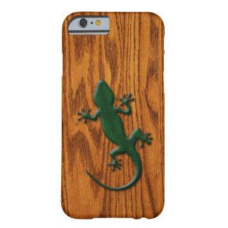 Green Gecko Lizard on Wood Look iPhone 6 Case