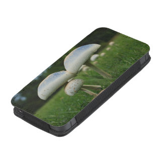 Green Gill Mushroom iPhone 5 Pouch