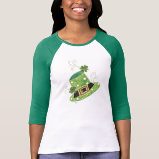 Green leprechaun's hat with polka dots t-shirt