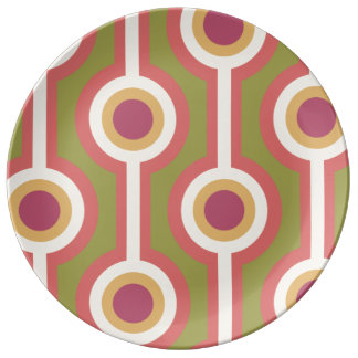 Green, purple and pink chain pattern dinner plate