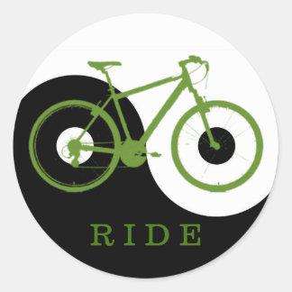 green ride / yin yang bicycle classic round sticker