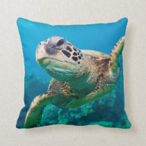 Green Sea Turtle Swimming Over Coral Reef |Hawaii Throw Pillow