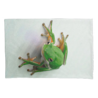 Green Tree Frog Pillow Cases