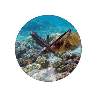Green Turtle Round Clock