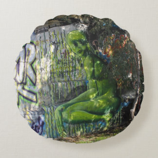 Green Visitor From Outer Space Graffiti Round Pillow