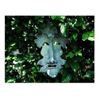 Greenman en las hojas postal