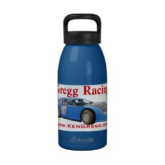 Gregg que compite con la botella de agua