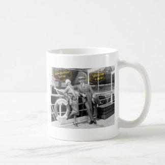 Greta Garbo y un cumpleaños más inmóvil 1925 de Taza De Café
