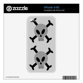 Grey Skull And Crossbones Apple iPhone 4 Skin
