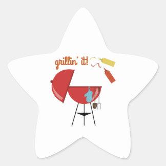 Grillin él colcomanias forma de estrellas