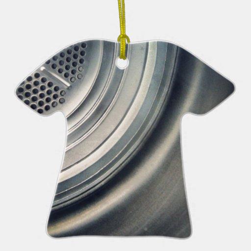 gris adorno de cerámica en forma de camiseta