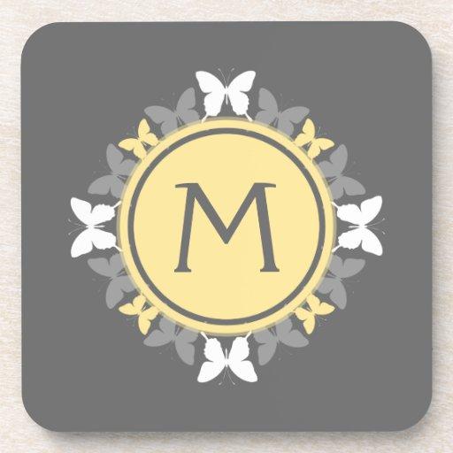 Gris amarillo blanco del monograma de la guirnalda posavaso