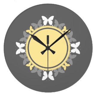 Gris amarillo blanco del monograma de la guirnalda reloj redondo grande